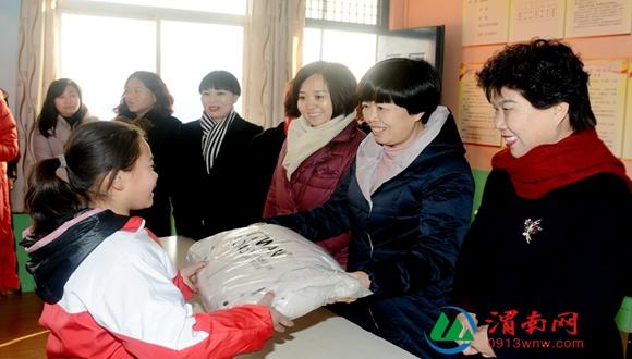 情暖寒冬 温暖相伴 渭南市妇联开展节前慰问走访活动(组图)
